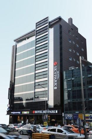 2631759-Hotel-Skypark-Myeongdong-3-Hotel-Exterior-16